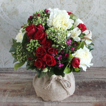 Christmas Posy in a vase, Image by Florist with Flowers